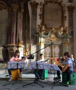 Lena, Giovanni und Milan im Kleinen Goldenen Saal (Gitarrenatelier Stickroth)